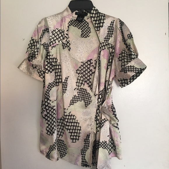 BCBG Cross Body Shirt/ EXCELLENT SHAPE 👈🏼