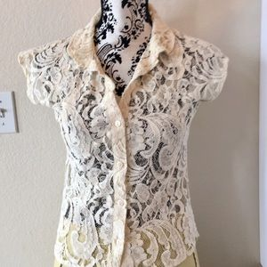 Tart ivory lace button front short sleeve top