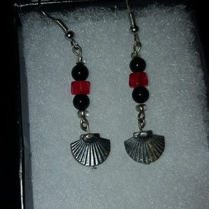 Red black fan earrings