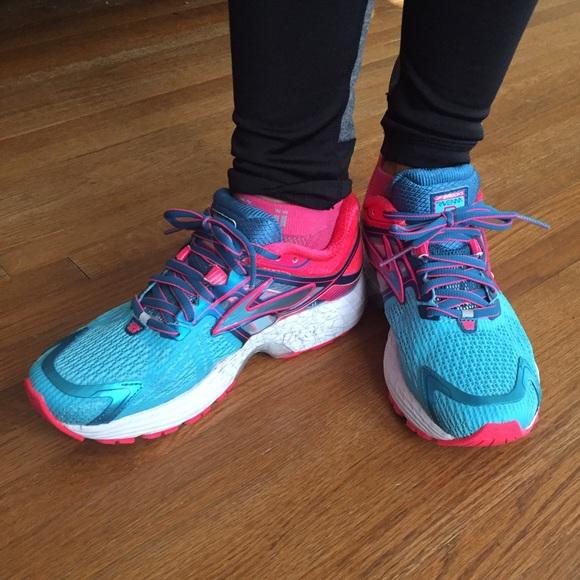 Brooks Ravenna  Ladies Running Shoes