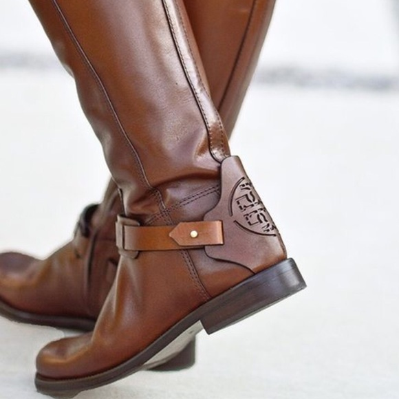 a6d327d9bfa4 Tory burch derby boot