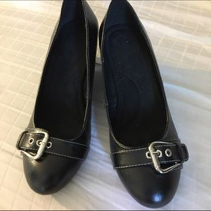 Shoes - BRAND NEW Wedged shoes - Size 8