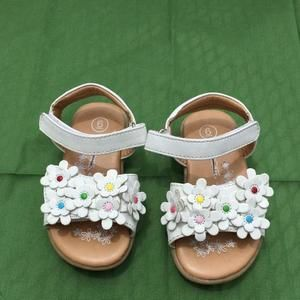 Other - White flower sandals - size 6