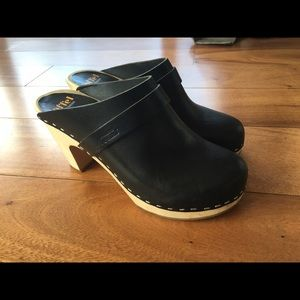 Swedish Hasbeens Shoes - Swedish Hasbeen slip on black clogs