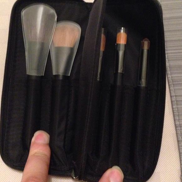 hyviä diilejä uusin varoa NIB Giorgio Armani makeup brush set travel size