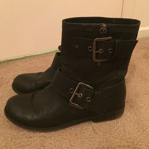 Aldo black faux leather ankle boots size 10