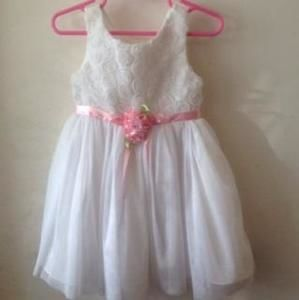 Youngland Other - Adorable White Dress with Pink Sash