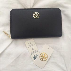 Tory Burch Handbags - Tory burch Robinson mini zip continental wallet