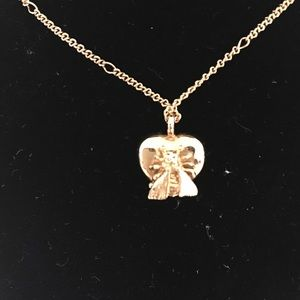 573787be90aa1 Gucci Bee necklace