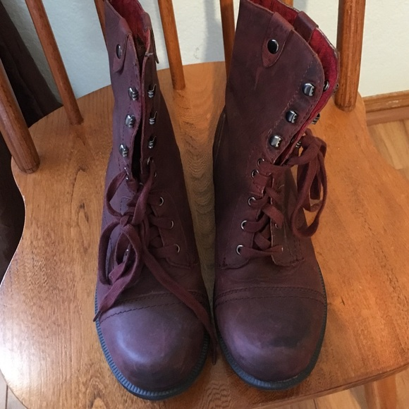 e36bf64bfcd1 Cobb Hill By New Balance Shoes - Almost New Distressed Maroon Calf High  Boots