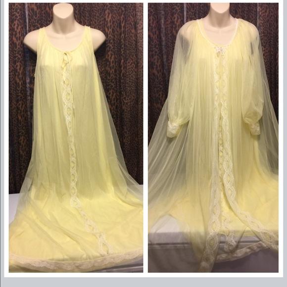 17c0787186 Vintage Miss Elaine Sheer Chiffon Nightgown   Robe.  M 580ea3c2620ff71cfb01aeb7
