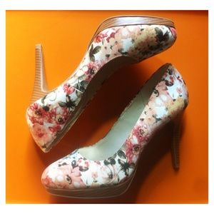Christian Siriano Shoes - Beautiful Floral Print Pumps 😛