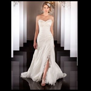 Dresses & Skirts - Wedding dress sweetheart neckline gown slit lace
