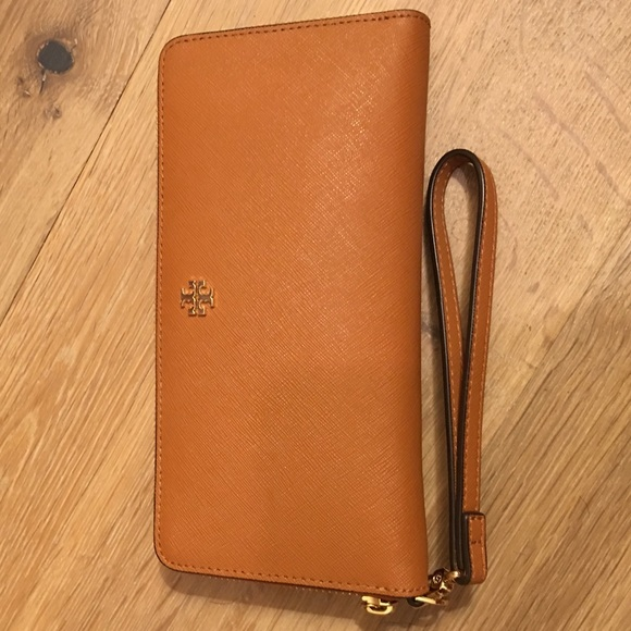 1d3709d141e Tory Burch Perry Leather Zip Continental Wallet. M 580edaf499086aea8e0d3bfd