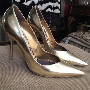 Roberto Cavalli Shoes - 🎉HP🎉 Roberto Cavalli Gold Pointed Pumps
