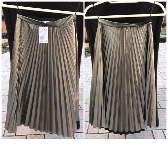 978b7e594a H&M Skirts | Nwt Hm Metallic Gold Pleated Skirt Size 2 | Poshmark