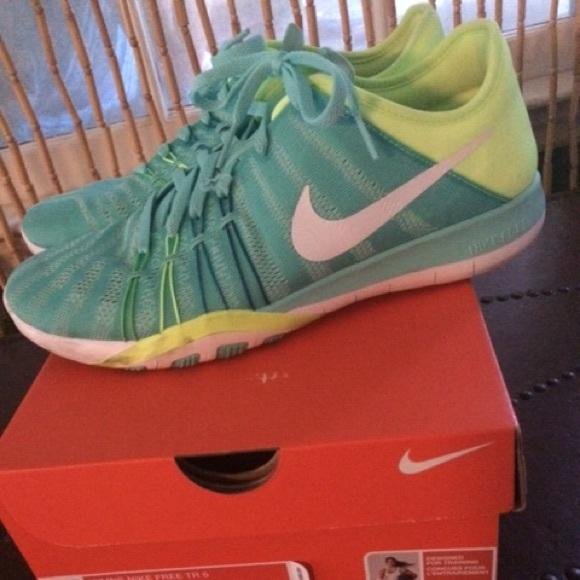 huge discount 027fc 1c31b Women s Nike Free TR 6. M 580f69c96a583003540e6468