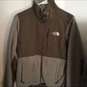 The NorthFace Denali jacket in oatmeal