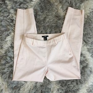 H&M ankle cropped pants in light pink.
