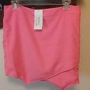 Dresses & Skirts - REDUCED 20% NWT  beautiful mini skirt
