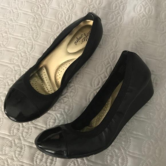 508715ea51 Dexflex Comfort Shoes Black Cap Toe Small wedge. M_580fd49e9c6fcfc05a0156e8
