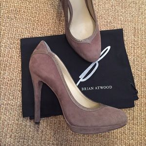 B Brian Atwood Taupe Pump