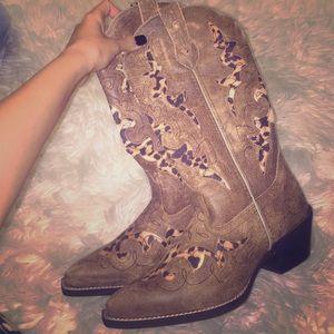 Laredo Cow girl boots!