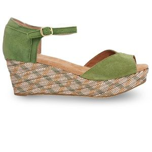 New Green suede TOMS wedge sandals