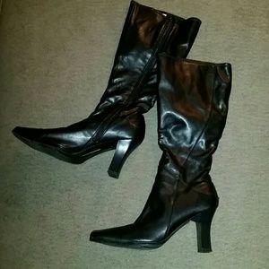 Hillard & Hanson Shoes - 🎀Swervy Curvy Boots🎀 SALE
