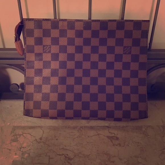 808bcf31e3c0 Louis Vuitton Handbags - Louis Vuitton Cosmetic Bag Clutch - Damier Ebene