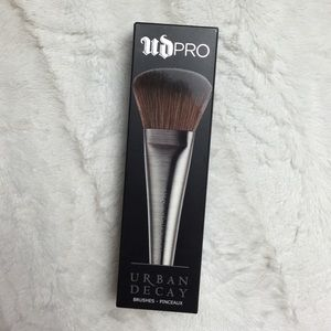 Urban Decay PRO Large Powder Brush F-102