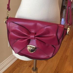 Nila Anthony Handbags - Nila Anthony bow bag!