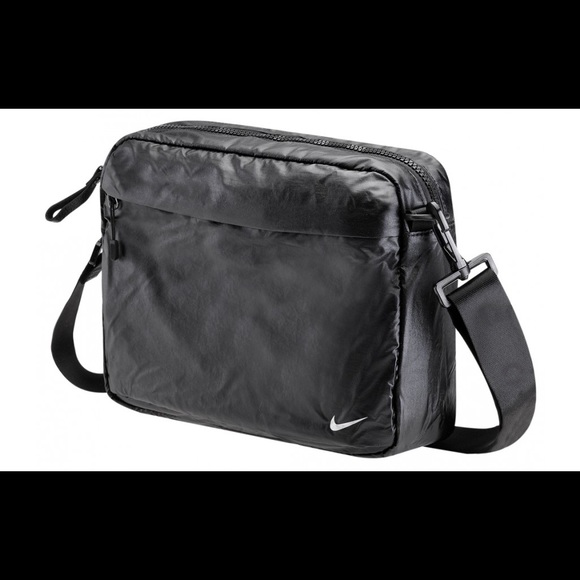 e406f0d150 ... Nike Studio Travel Toiletry Bag. M 5810e8239c6fcfdf7d00a8b2