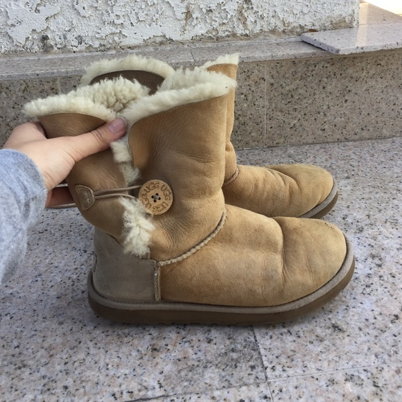 cefa2a74118 UGGs with one bow