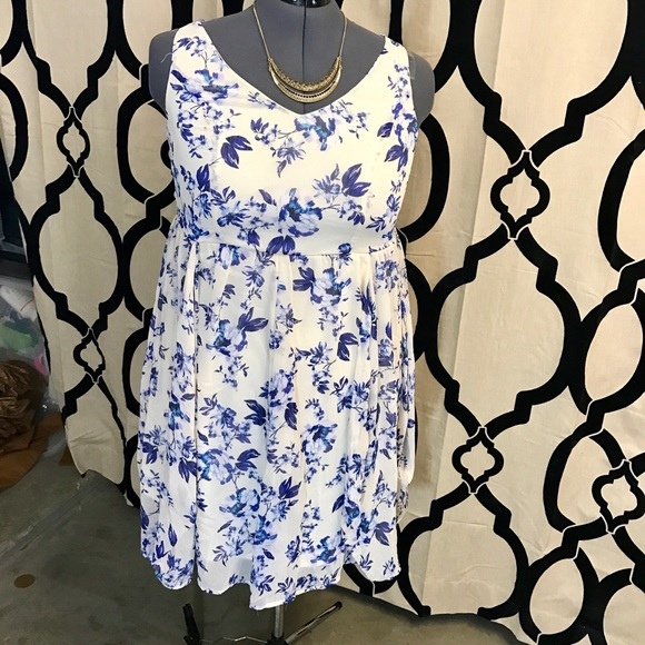 647c17320b30 Blue   White Floral Print Torrid Dress