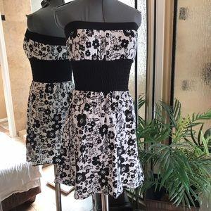 Dresses & Skirts - Strapless summer dress size small
