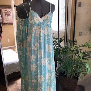 Dresses & Skirts - Maxi dress size small