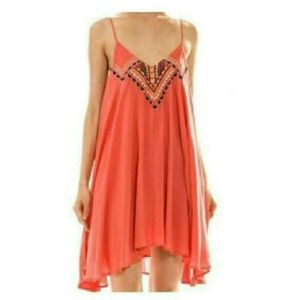 Entro Dresses & Skirts - Coral embroidered dress