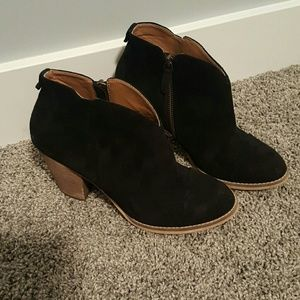 14th & Union Shoes - Susina Stevie Lea black Bootie
