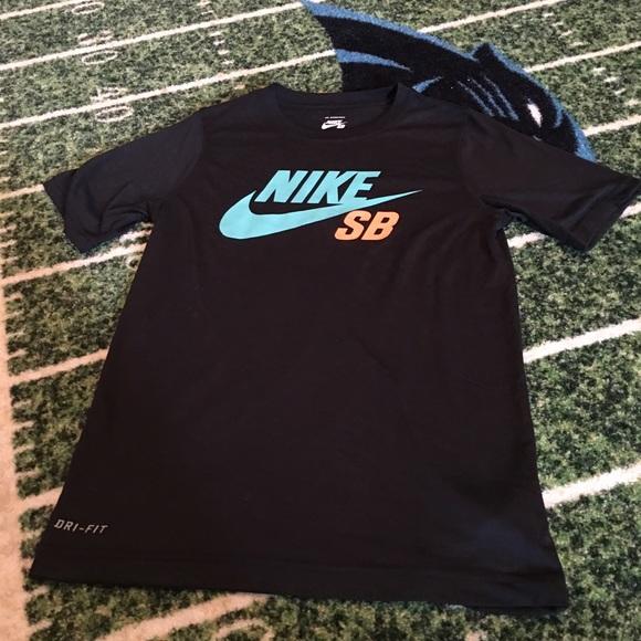 e0c418308 Boys Nike SB dri fit shirt, size medium. M_581227ae4225be711b007703