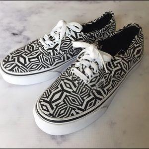 Vans Shoes - 🎉Final Price🎉VANs NWB Geo Realm Lace-ups