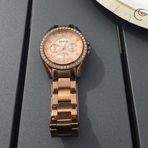 Fossil rose gold watch. Box included!