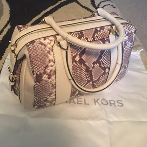 875fe30c64f129 Michael Kors Bags - Michael Kors Julia Large Satchel Ecru