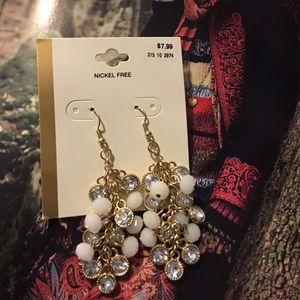 Jewelry - Beautiful chandelier gold and rhinestone.