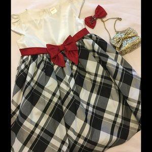 🌹GYMBOREE striped black &white dress 5t w🌹