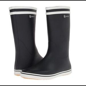 Aigle Shoes - NWT Navy Aigle rainboots. Sz 8.