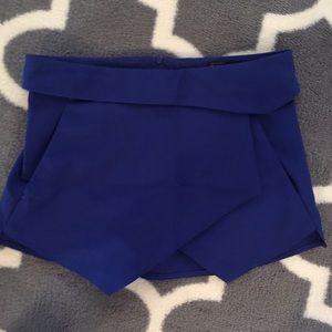 Zara skort with zipper detail in the back