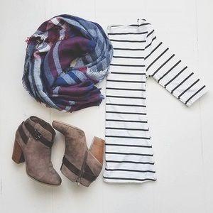 wear in la Tops - $15 3/4 sleeve stripe shirt black white
