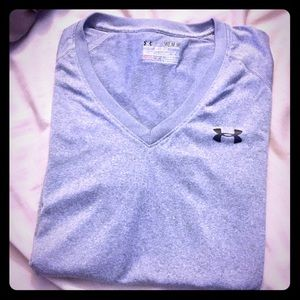 Under Armour V neck tshirt semi fitted size M