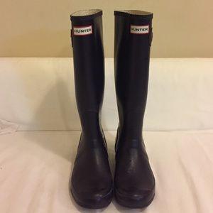 Hunter Dark Purple Tall Rubber Rain Boots - size 7